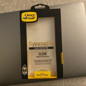 iPhone 11 pro max otterbox symmetry case clear